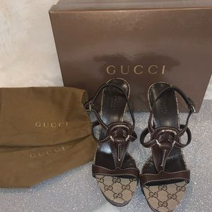 Never worn Gucci Brown Leather and GG Canvas